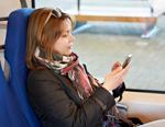 femme avec smartphone dans un train