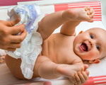 changement des couches d'un bébé